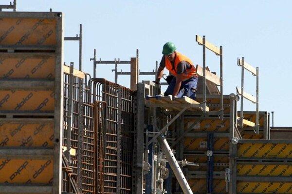 Práce na stavbe novej autobusovej stanice bežia naplno.