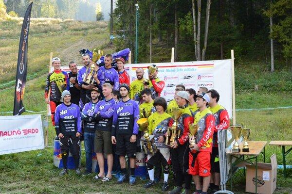 Chalupka Trend Cyclec (fialové dresy) – víťaz Slovenského pohára 2016.