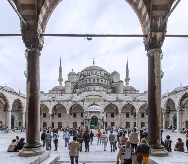 Turecko je mostom medzi európskymi a ázijskými kultúrami, čim pôsobí pestro a fascinujúco.