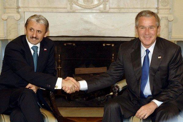 Dzurinda sa ako premiér zblížil s americkým prezidentom Georgeom Bushom.