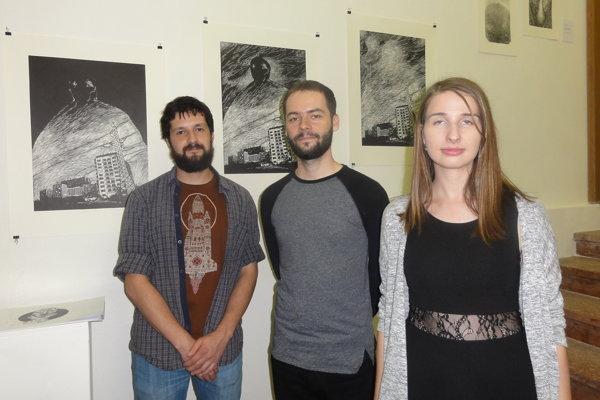 Vystavujúci autori Filip Bandurčin, Branislav No-votný akurátorka Veronika Trnečková.