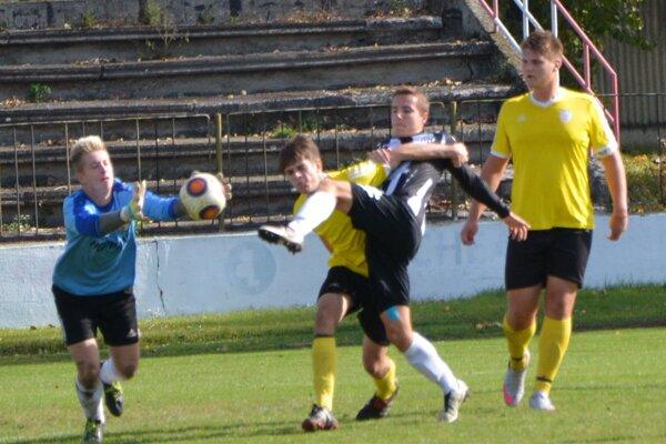 Starší dorast Topoľčian doma nestačil na Petržalku a prehral 1:2.