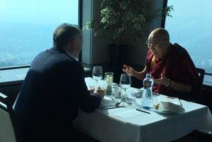 Neformálny obed prezidenta Kisku s dalajlámom.