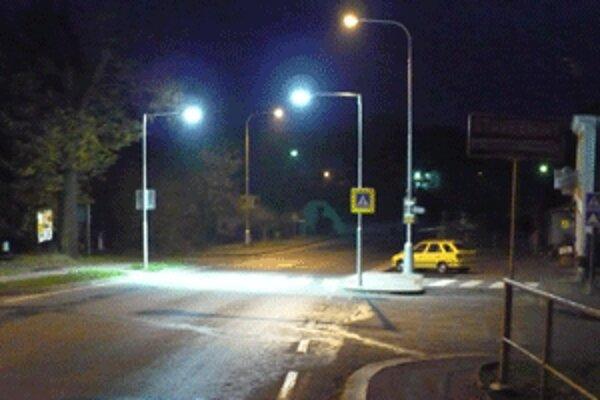 Podobne, ako sú osvetlené priechody pre chodcov v českej obci Okrouhlice, budú aj v Prievidzi.