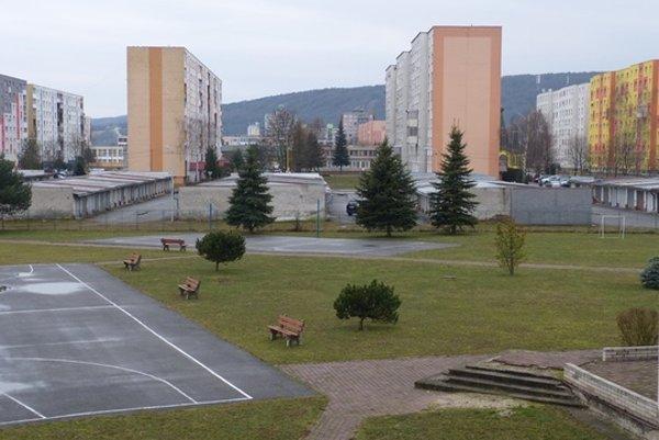 Areál svidníckej školy. K miniamfiteátru pribudne Kyslíková cesta. (Zdroj: Archív).