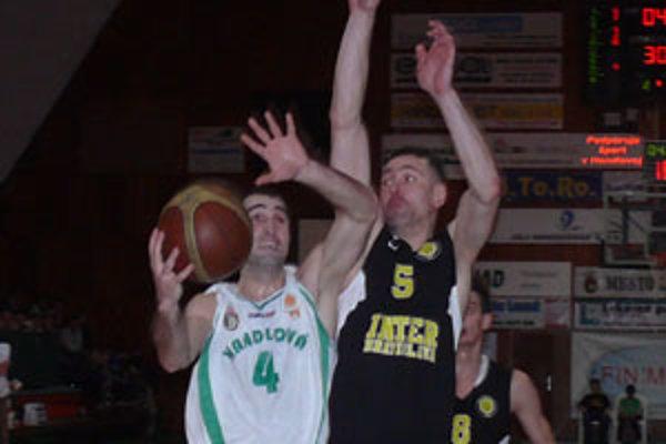 Nenad Miloševič (vľavo) bol hráčom zápasu.
