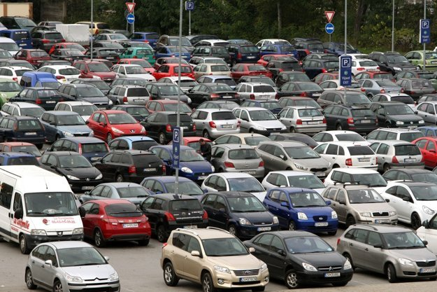 Bezplatné parkovanie v centre mesta bude minulosťou.