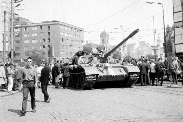 Tank sovietskej armády v centre Bratislavy.
