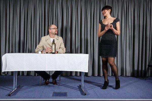 Liberáli stavili pred eurovoľbami na výraznú kampaň. Sulík s Nicholsonovou odohrali aj kabaret Brusel, neblázni.