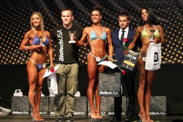 Zlatomoravčanka Barbora Verešová (v strede) vyhrala kategóriu fitness figúra nad 165 cm.
