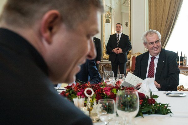 Miloš Zeman a Robert Fico počas vlaňajšieho stretnutia v Bratislave.