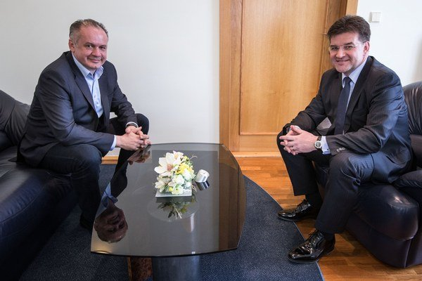 Andrej Kiska sa stretol s Miroslavom Lajčákom. Schôdzka nebola vopred ohlásená.