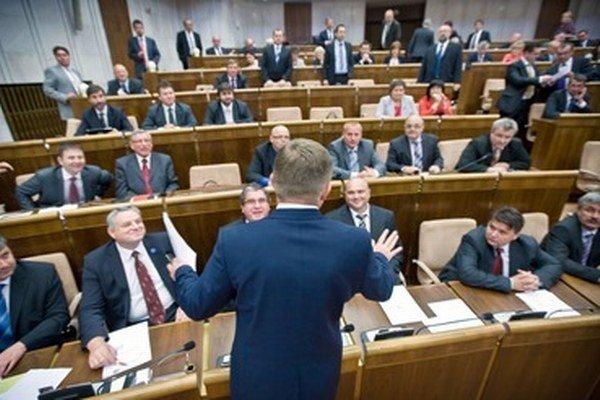 V Národnej rade bolo akreditovaných 280 novinárov, pričom toľko ich ani nie je, hovoril premiér Fico.