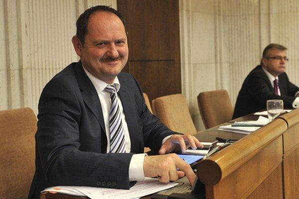 Zsolt Simom je predsedom petičného výboru.