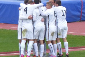 Hráči MFK Skalica sa radujú po jedinom presnom zásahu v zápase 5. kola Slovenského pohára proti Spartaku Myjava.