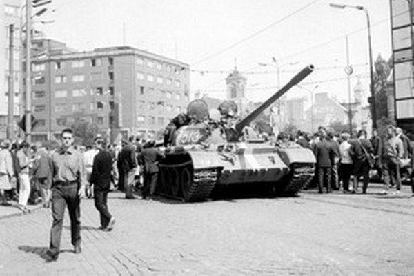 Krym pripomína aj prezidentským kandidátom sovietsku okupáciu Československa v roku 1968.