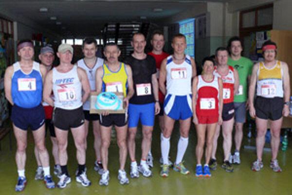 Účastníci prievidzského chodbového maratónu.