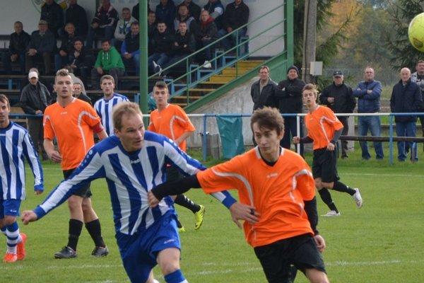 Krušovce v nedeľu doma porazili Veľké Bedzany presvedčivo 5:0, hoci prvé tri gólové šance mali hostia.