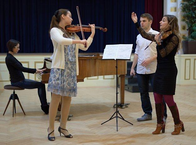 Francúzska huslistka Alexandra Suomm na vlaňajších majstrovských kurzoch.