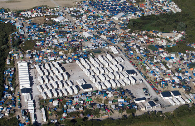 Džungľa vo francúzskom Calais pred októbrovým zbúraním.
