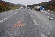 Vážna dopravná nehoda pri Mníchovej Lehote skončila smrťou jednej osoby.