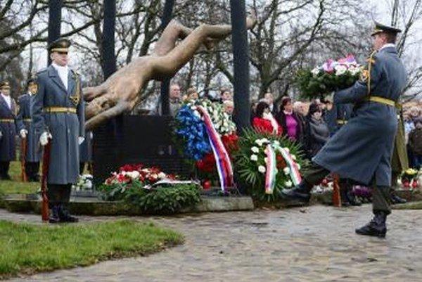Pietna spomienka pri príležitosti 8. výročia leteckého nešťastia pri obci Hejce na vrchu Borsó.