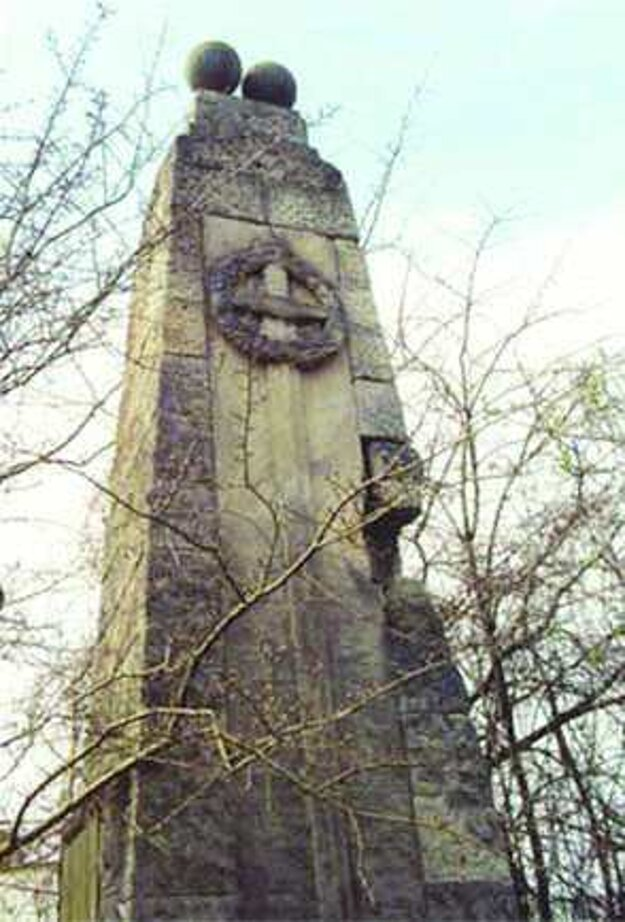 Dnes už neexistujúci obelisk z kamenárskej firmy Horn.
