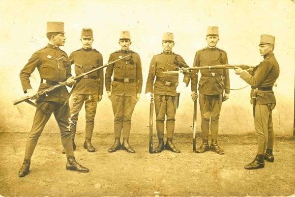 Výcvik vojakov 71. pešieho pluku vboji na bodáky, pred rokom 1914.