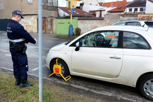 Mestská polícia vofsajde. Jej zábery zkamier či fotoaparátov nemôže pri objektívnej zodpovednosti použiť štátna polícia ako dôkaz.