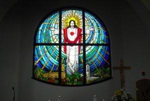 Nová vitráž kostola.