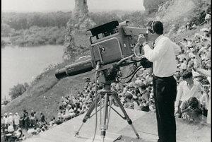 Televízna kamera v amfiteátri na Devíne.