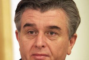 Šéf Úradu pre dohľad Tomáš Haško je prvým, kto si mal všimnúť zle hospodárenie VšZP. Hovorí, že prvýkrát sa poisťovňa dostala do straty v mesiaci marec.