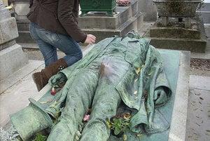 Hrob Victora Noira na cintoríne Pére Lachaise.