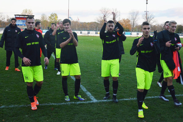 Futbalisti Serede sa včera tešili so svojimi fanúšikmi z ďalšieho víťazstva.