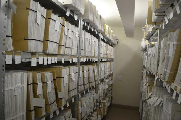 V archíve súdu sú tisícky spisov.