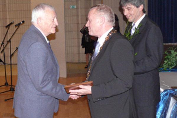Ocenenie za svoju obetavú prácu dostal aj dlhoročný bojnický hádzanársky funkcionár Zdenko Šovčík.