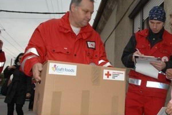 Distribúciu balíčkov na Kysuciach zabezpečuje aj Slovenský Červený kríž.