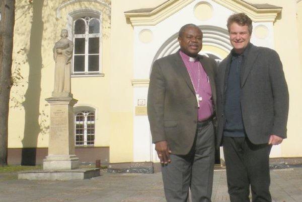 Africký duchovný Alex Gehaz Malasusa aevanjelický farár Marián Bochnička.