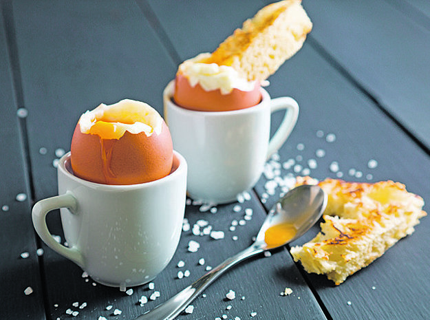 Opäť platí: jedno vajce denne. Najmä pre seniorov. Cholesterol už nie je v prípade vajec strašiakom.