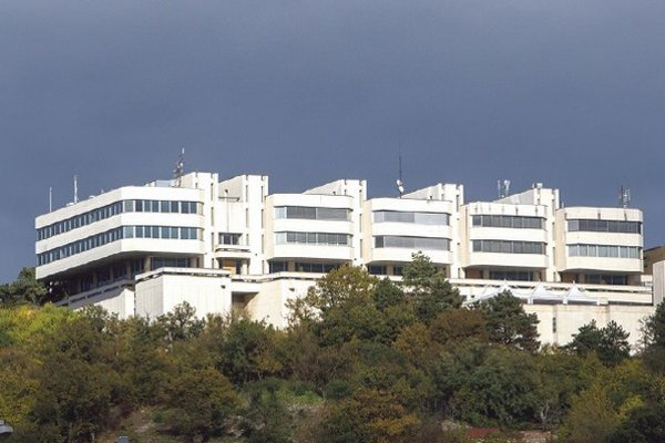 Hotel Bôrik ožiarený slnkom. Jeho interiér teraz nechceli ukázať,druhá fotografia je z roku 2004.