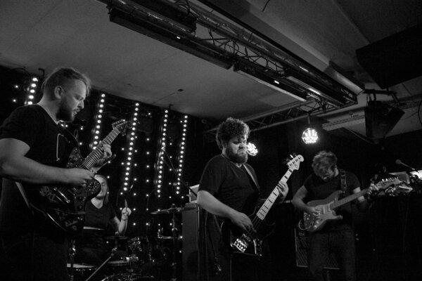 Kapela The Ills v islandskom klube na festivale Iceland Airwaves.