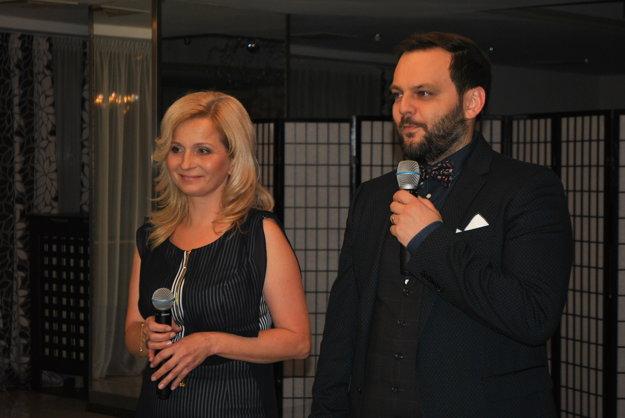 Junior prišiel rád, na pozvanie kývol hneď. So Slávkou Pallaiovou, vedúcou pobočky Michalovce aHumenné.