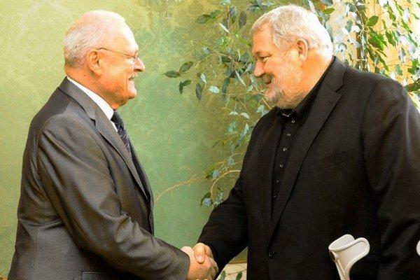 Honorárni konzuli sa radi ukazujú vo vyššej spoločnosti. Vladimír Soták s prezidentom Gašparovičom.