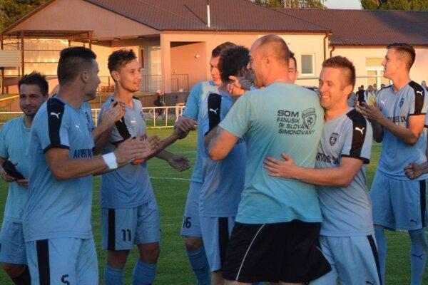 Od 14. augusta čakali Šimonovany na víťazstvo v lige. V nedeľu porazili doma Boleráz. Víťazný gól strelil Chrenko (č. 11).