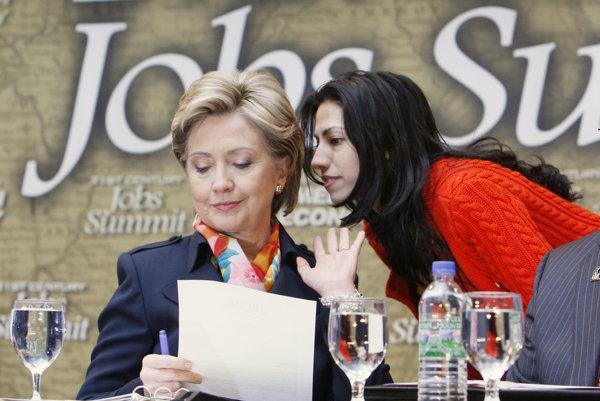 Huma Abedin je neustále po boku Hillary Clinton