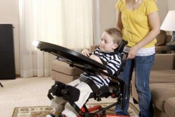 Pacienti so svalovou dystrofiou potrebujú ku skvalitneniu života rôzne, finančne náročné pomôcky.