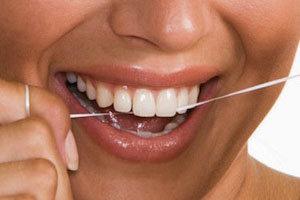 Biele, ale najmä zdravé zuby kráčajú ruka v ruke s dôkladnou dentálnou hygienou.