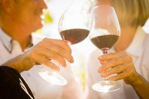 Červené víno a čaj by mali muži piť pravidelne.