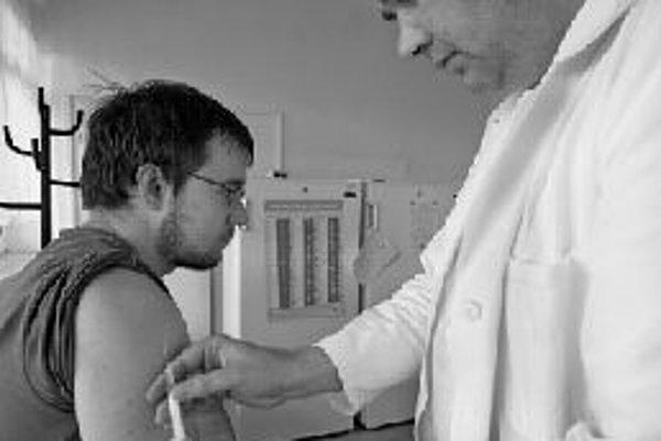 Dobrou ochranou proti chrípke je očkovanie. Tejto prevencii však dôveruje zatiaľ len 11 percent Slovákov. ILUSTRAČNÉ