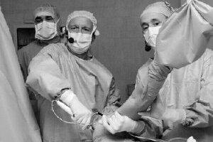 Pre totálnu endoprotézu, čiže výmenu kĺbu za náhradný implantát, sa lekári rozohodnú, keď je tento skutočne nefunkčný. ILUSTRAČNÉ